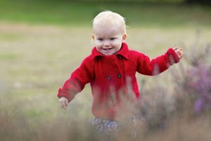 outdoor baby photo shoot