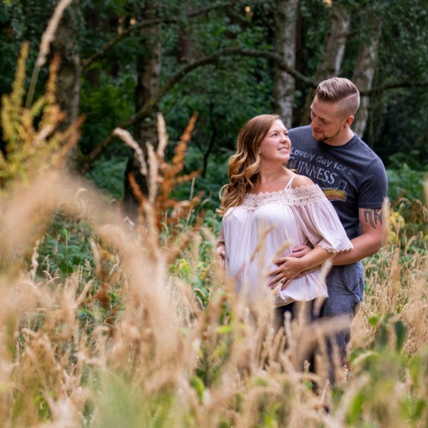 outdoor maternity photo shoot kinver
